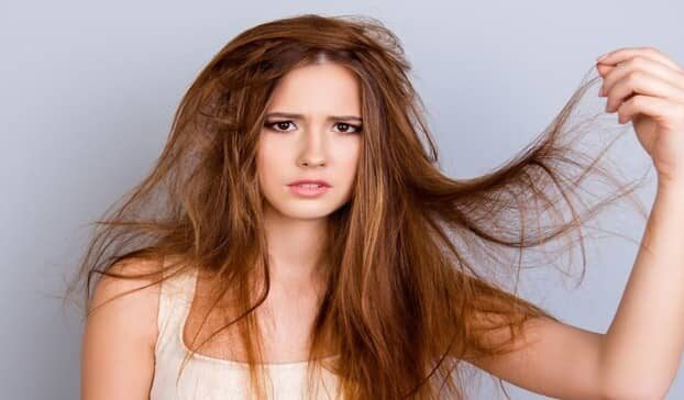It is usual for 50 to 100 hairs to fall out of a person's head every day, and there is nothing to worry about - but when too much hair starts to fall out, and it starts to feel thin and weak, then you have to go about your daily routine. There are a few habits to consider - yes, some of our everyday practices are the enemy of our hair. Leaving Food When your body is severely deficient in calories, your body begins to expend all its energy on essential functions, such as your heart and brain's functioning, and neglects hair. And they often cause thinning and weakening of the hair - while they are not replaced by new hair. Hair health needs to choose foods that contain protein - avoid skipping meals in the name of dieting as this can lead to too few calories, which can lead to further damage. Exposure Too Much Sun When you go out, the sun's rays begin to hurt your hair's elasticity and strength. Prolonged exposure to heat and sunlight will dry out the hair and scalp and damage the hair fibers, resulting in hair breakage and hair loss. Don't wash your hair too often. Quit the habit of not cleaning or washing your hair. The accumulation of dirt and oil on the scalp makes it difficult for hair to grow. If left unmanaged, your hair can be left astray and lose the right path. Wash your hair regularly and at least once a week for a few days. However, it depends on the texture of your hair. Don't cut your hair Regularly trimming the hair will keep it healthy and protect it from thinning and weakening. Regularly, if the corners of the hair that are damaged and split ends should be trimmed or cut, otherwise the defect will extend to the scalp. Can cause further damage the hair - if you want long and beautiful hair, you must cut the damaged parts. Wash hair with warm water Warm water dries out the hair, causing it to break and fall out. Besides, hot water helps the germs on your scalp to flourish. Hot water and shampoos can also be applied to the roots of your hair. Harmful - s
