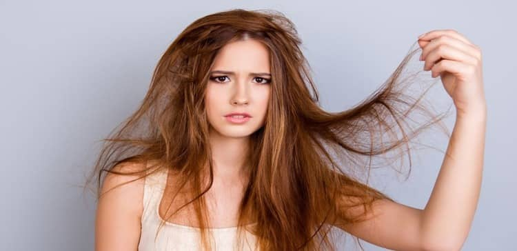 It is usual for 50 to 100 hairs to fall out of a person's head every day, and there is nothing to worry about - but when too much hair starts to fall out, and it starts to feel thin and weak, then you have to go about your daily routine. There are a few habits to consider - yes, some of our everyday practices are the enemy of our hair. Leaving Food When your body is severely deficient in calories, your body begins to expend all its energy on essential functions, such as your heart and brain's functioning, and neglects hair. And they often cause thinning and weakening of the hair - while they are not replaced by new hair. Hair health needs to choose foods that contain protein - avoid skipping meals in the name of dieting as this can lead to too few calories, which can lead to further damage. Exposure Too Much Sun When you go out, the sun's rays begin to hurt your hair's elasticity and strength. Prolonged exposure to heat and sunlight will dry out the hair and scalp and damage the hair fibers, resulting in hair breakage and hair loss. Don't wash your hair too often. Quit the habit of not cleaning or washing your hair. The accumulation of dirt and oil on the scalp makes it difficult for hair to grow. If left unmanaged, your hair can be left astray and lose the right path. Wash your hair regularly and at least once a week for a few days. However, it depends on the texture of your hair. Don't cut your hair Regularly trimming the hair will keep it healthy and protect it from thinning and weakening. Regularly, if the corners of the hair that are damaged and split ends should be trimmed or cut, otherwise the defect will extend to the scalp. Can cause further damage the hair - if you want long and beautiful hair, you must cut the damaged parts. Wash hair with warm water Warm water dries out the hair, causing it to break and fall out. Besides, hot water helps the germs on your scalp to flourish. Hot water and shampoos can also be applied to the roots of your hair. Harmful - so if you love your hair, avoid washing it with hot water. Itching in the head The itching of the scalp can result from an infection, allergy, or inflammation - all of which are harmful to the hair and can potentially make your hair thin and weak. But when you start scratching the top of your head, you further damage your hair, and this can lead to hair loss. To get rid of this condition, use foods that contain vitamins A, D, and E in addition to protein.