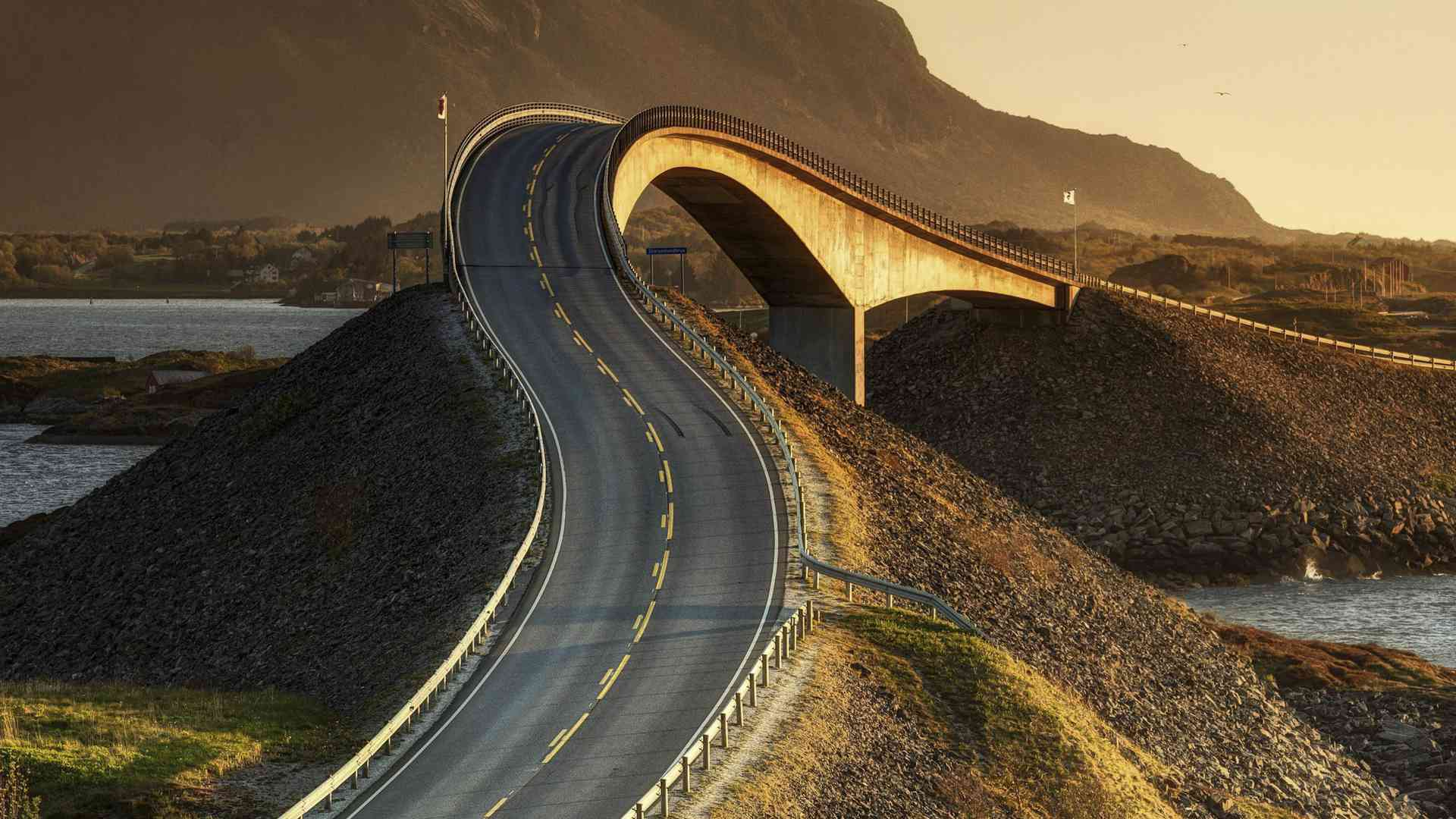 Top Ten Eye-Catching Roads Around the Globe