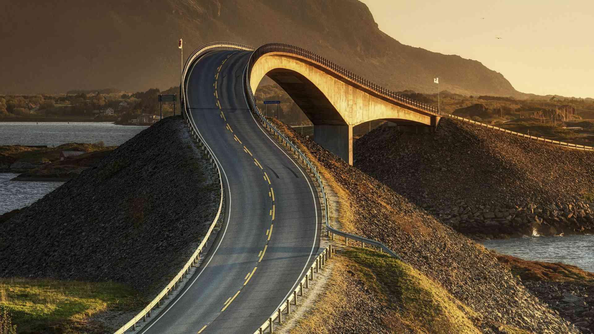 Top Ten Eye-Catching Roads Around the Globe